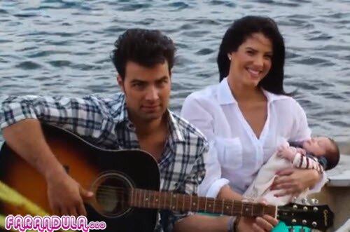 Jencarlos Canela con Gaby y su hijo